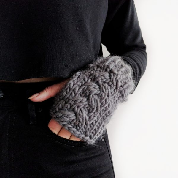 CABLE HANDWARMERS KNITTING PATTERN