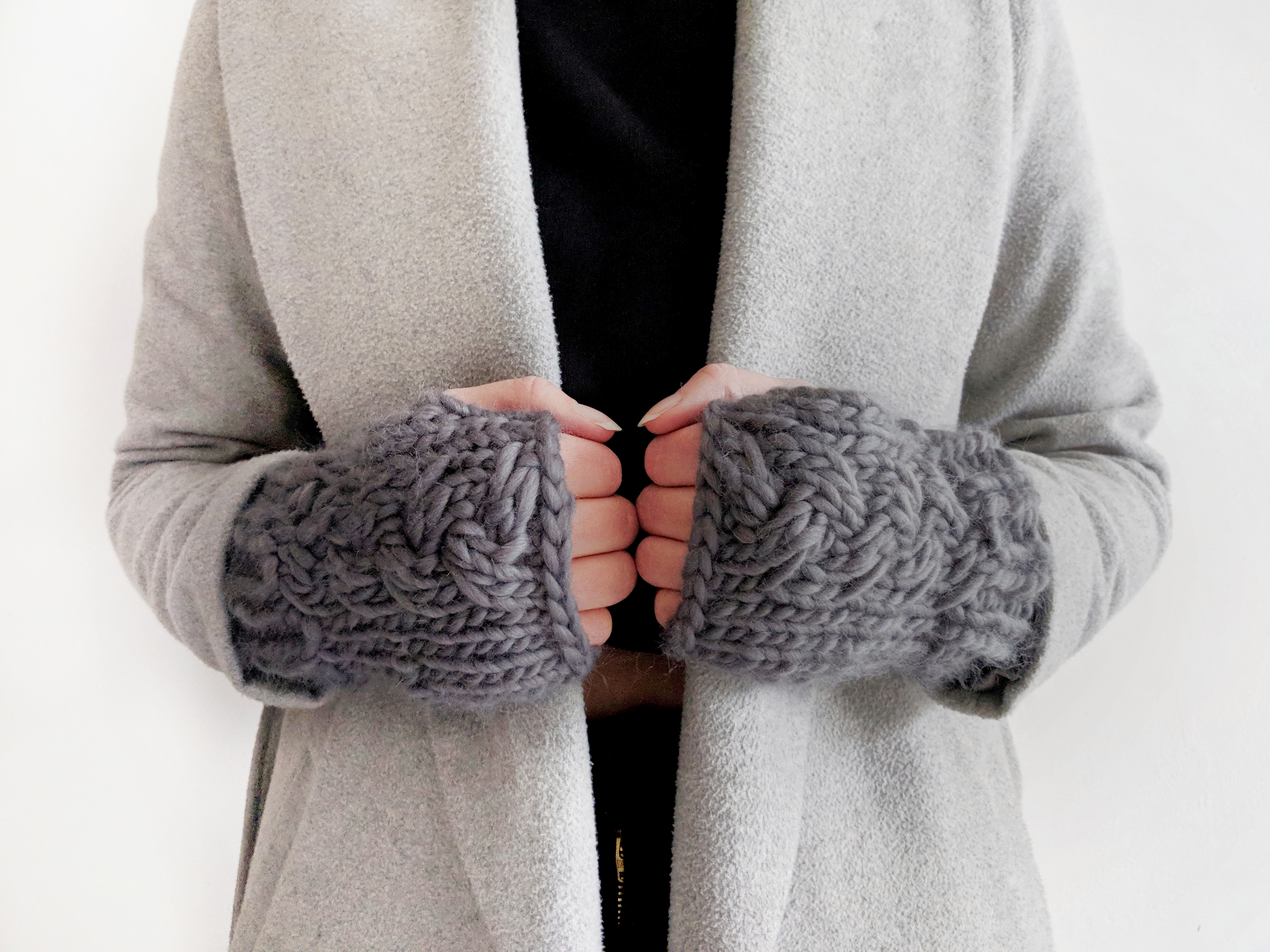 CHUNKY CABLE HANDWARMERS KNITTING PATTERN